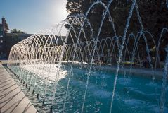 Springbrunnen i Sahil parkerar, bevattnar strömmar Arkivfoton