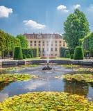 Springbrunnen i schonbrunnen parkerar Royaltyfria Bilder