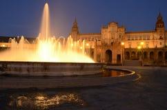Springbrunnen i Spanien kvadrerar royaltyfria bilder