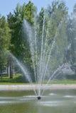 Springbrunnen i staden parkerar Fotografering för Bildbyråer
