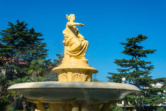 Springbrunnen med gudinnan av navigering i havsporten av S Arkivfoton