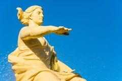 Springbrunnen med gudinnan av navigering i havsporten av S Royaltyfri Bild