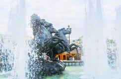 Springbrunnen med skulptur Fotografering för Bildbyråer