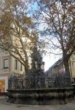 Springbrunnen med statyn av Neptun royaltyfria bilder