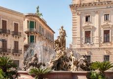 Springbrunnen på den fyrkantiga Archimedesen i Syracuse Arkivbilder