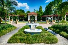 Springbrunnen på offentligt parkerar i Lakeland, FL Royaltyfri Foto