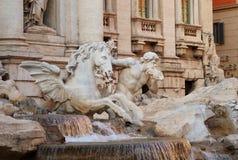 springbrunnhästitaly rome trevi triton Arkivbild