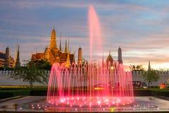Springbrunnnattljus av gränsmärket av Sanam Luang, Bangkok, Thaila Royaltyfri Bild