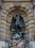 SpringbrunnSaint Michel i Paris, Frankrike Arkivfoto