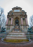 SpringbrunnSaint Michel i Paris, Frankrike Royaltyfria Bilder