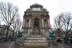 SpringbrunnSaint Michel i Paris, Frankrike Royaltyfri Bild