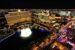 Springbrunnshow på det Bellagio hotellet och kasinot på natten, Las Vegas, Fotografering för Bildbyråer