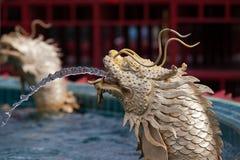 Springbrunnstaty av den kinesiska draken Arkivbild