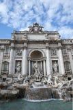 SpringbrunnTrevien i Rome. Arkivfoton