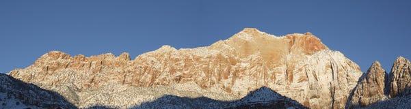 Springdale Utah bergpanorama i morgonljuset Arkivfoton