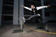 Springen über Hindernisse Stockbild
