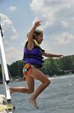 Springen in den See Stockfotos