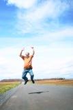 Springen des älteren Mannes Stockfotos