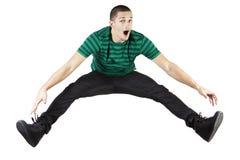 Springen des jungen Mannes. Stockbild