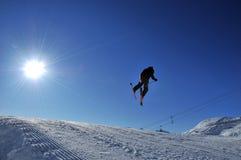 Springen in die Sonne Lizenzfreie Stockfotos