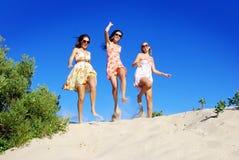 Springen mit Freude Stockfoto