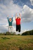 Springen Sie Paare Stockfotografie