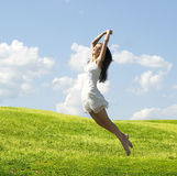Springende Frau Stockbild