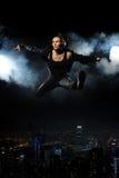 Springende Frau Stockfotos