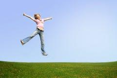 springende Frau im Freien Stockfotografie
