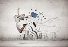 Springende Geschäftsfrau Stockbild