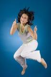 Springende glückliche Frau lizenzfreies stockfoto
