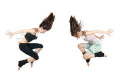 Springende jonge dansers die op wit worden geïsoleerdr Stock Foto