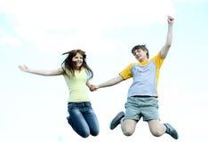 Springende jonge mensen Royalty-vrije Stock Fotografie