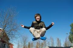 Springende jongen Stock Afbeelding