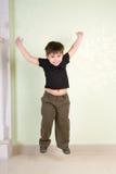 Springende jongen Royalty-vrije Stock Foto's