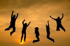 Springende Leute für genießen mit ihrer Reise Stockfotos