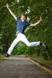 Springende mens stock afbeeldingen