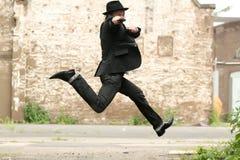 Springende mens met kanon stock afbeeldingen
