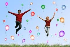 springende Paare Stockfoto