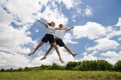 Springende Paare Lizenzfreies Stockbild