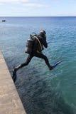 Springende scuba-duiker Royalty-vrije Stock Fotografie