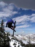 springende skiër Stock Foto