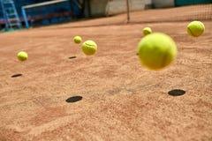 Springende Tenniskugeln Stockfoto