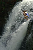Springende waterval Stock Foto's