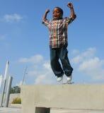Springender Junge Stockfotos