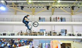 Springender Junge auf russischer Meisterschaft Lizenzfreies Stockbild