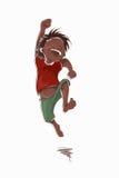Springender lachender Junge in einem roten T-Shirt und in grünen kurzen Hosen Lizenzfreie Stockfotos