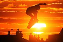 Springender Schlittschuhläufer Stockbilder