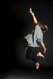 Springender Tänzer auf schwarzem bacground Lizenzfreie Stockfotos