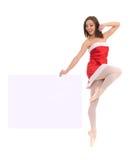 Springender weiblicher Tänzer des Balletts mit Fahne Lizenzfreies Stockfoto